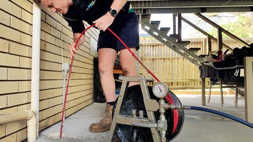 Eastern Suburbs Sydney plumber unblocking a drain